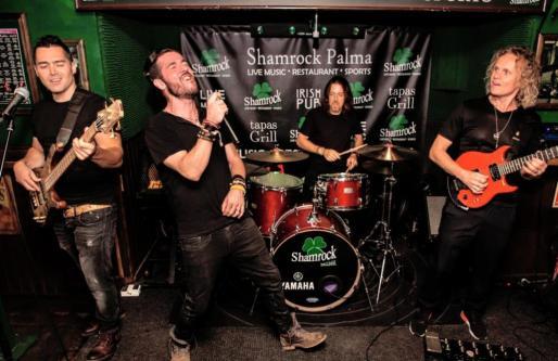 Layonlie es una banda liderada por el bajista asturiano Pelayo Álvarez.