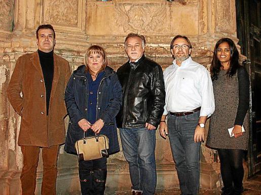 El gerente de la OSIB, Pere Bonet; Cristina Martínez, Josef Szafranski, Luis y Anta Oliver.