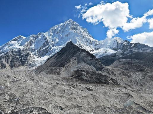 «Escalar el monte Everest es un desafío incluso para una persona saludable y es todavía más difícil y desafiante para una persona con una discapacidad severa».