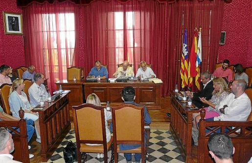 El pleno aprobó por unanimidad la modificación del PGOU sobre estas urbanizaciones.