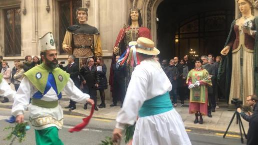 Los actos han empezado a las 10 de la mañana en la plaza de Cort, donde se ha colocado el Estendard Reial de la Conquesta de Mallorca y la Cimera del Rei Martí.