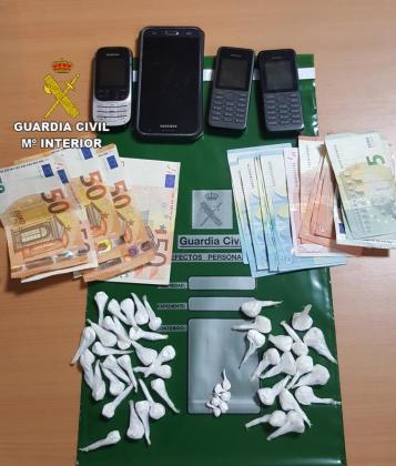 Detienen a dos personas en Inca con 47 papelinas de cocaína.