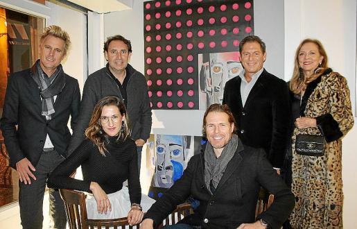 Juan Pablo Rosano, Julián Aguirre, María Buades, Miguel Such, Christian Karis y Nina Iglesias, ante obra de María Buades.