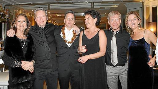 Lis Thomsen, Claus Hoeg, Jolt Amnestaimer, Elena Thomsen, Dimitri Kudrin y Penelope Meish.
