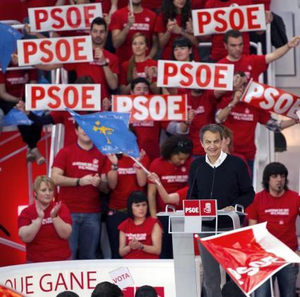 Zapatero, durante su intervención en el acto político celebrado ayer en Gijón.