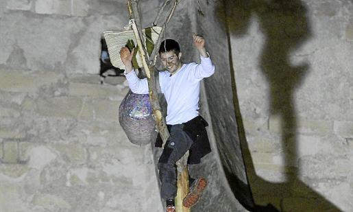El joven que el 17 de enero suba al Pi de Sant Antoni no se llevará un gallo como 'joia'