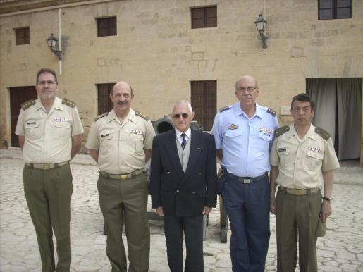 El coronel Juan Ramis, el comandante general de Baleares, Mariano Estaún; José Oliver, el delegado de Defensa, Cristóbal Sbert; y el coronel Francisco de la Iglesia.