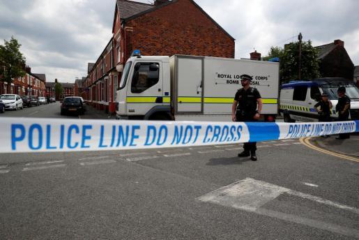 Imagen de policías en Manchester tras el atentado.