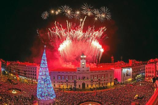 Celebrar el año nuevo en la Puerta de Sol es ya un clásico.