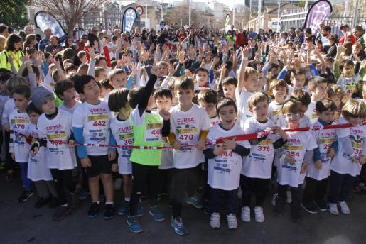 Unos 1.000 niños de entre cero y 12 años han participado este viernes por la mañana en la carrera infantil de Reyes