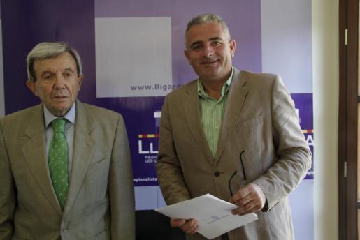 Jaume Font y Alejandro Forcades han firmado hoy el manifiesto educativo.