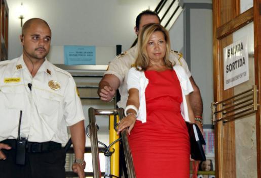 Maria Antonia Munar, saliendo de los juzgados.