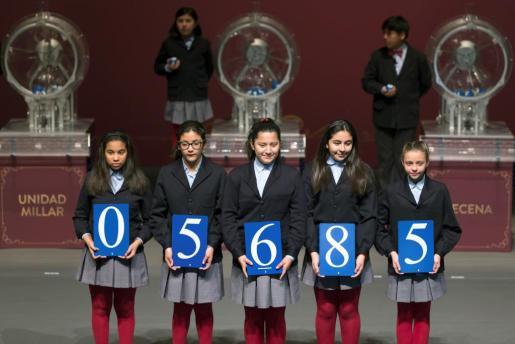 El primer premio del sorteo extraordinario de la lotería de 'El Niño' ha recaído en el número 05.685.