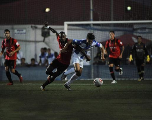 El derbi de Segunda División B entre el Real Mallorca y el Atlético Baleares se disputará el domingo día 21 de enero, a las 12.00 horas, en el estadio de Son Moix.
