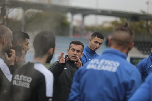 El técnico del Atlético Baleares, Horacio Melgarejo, asumió el cargo el pasado 29 de noviembre.