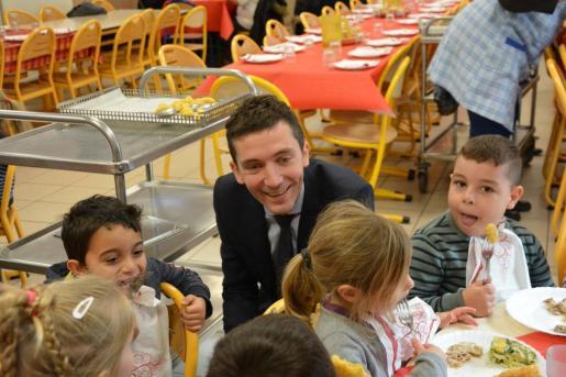 Para el alcalde ultraderechista los menús adaptados a las confesiones de los pequeños son «anti-republicanos».