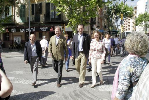 Los candidatos populares han visitado esta mañana el mercado de Pere Garau.