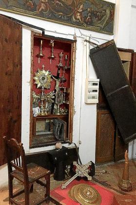 Forzaron el armario donde se guardan las reliquias.