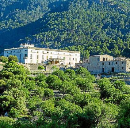 El alcalde señala que es preferible la explotación turística a que las edificaciones continúen deteriorándose.