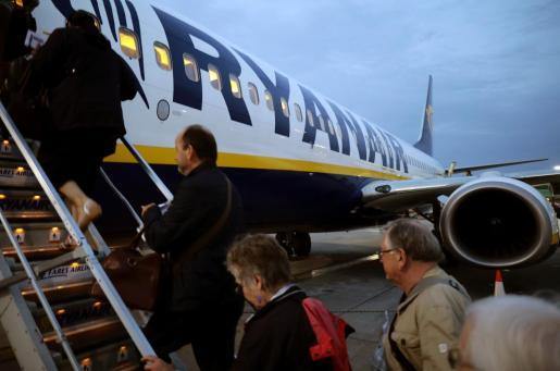 Embarque de pasajeros en un vuelo de Ryanair.