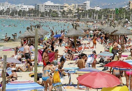 Las familias europeas, más en una coyuntura marcada por los incrementos de precios en Mallorca, optan por asegurarse unas vacaciones con unos costes cerrados, circunstancia que solo se produce cuando viajan en paquetes turísticos con el todo incluido.