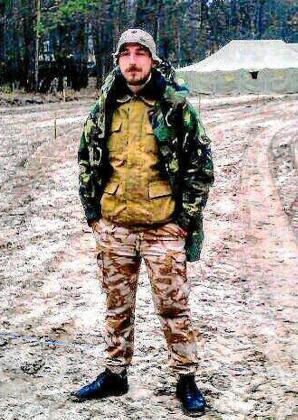 Bogdan, el homicida, vestido de militar. Quería ser soldado pero no lo consiguió.