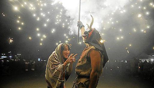 Noche de 'correfocs' en Llucmajor, Badia Gran y s'Arenal.
