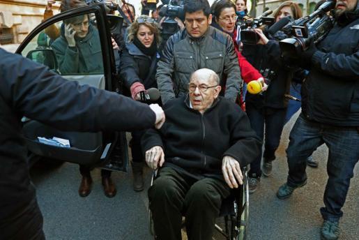 El saqueador confeso Fèlix Millet sale de la Audiencia de Barcelona tras serle comunicada la sentencia sobre el expolio del Palau de la Música.