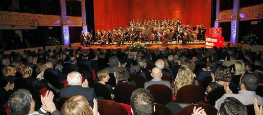 La Orquestra Simfònica y el Coro del Teatre Principal pusieron la banda sonora a una velada de celebración llena de sorpresas y momentos emotivos.