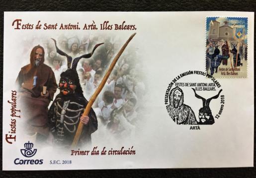 La biblioteca municipal Na Batlessa de Artà ha acogido la presentación del sello que Correos ha dedicado a las fiestas de Sant Antoni de Artà.