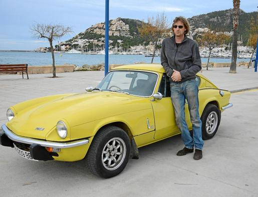 Barnaby Angle, con su Triumph GT6, uno de los dos amores de su vida.