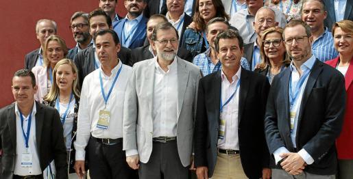Company, junto a Rajoy y otros dirigentes y cargos del PP en una reunión del año pasado.