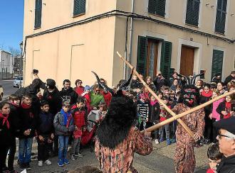 Fuego y fiesta en Sant Llorenç para Sant Antoni 2018