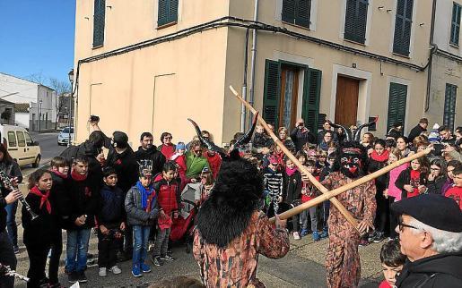 Fuego y fiesta en Sant Llorenç para Sant Antoni 2018.