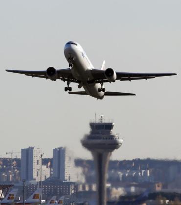 Imagen de archivo de un avión en Madrid Barajas.