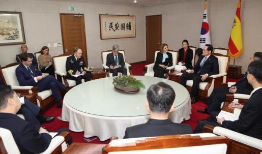 Cospedal ha visitado la zona desmilitarizada entre las dos Coreas en coincidencia con la reunión de alto nivel que mantienen en ese mismo lugar ambos países.