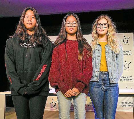 A la derecha las tres ganadoras, Nuo Wang, Ayna Cabrera y Virginia Castillo Callejas.
