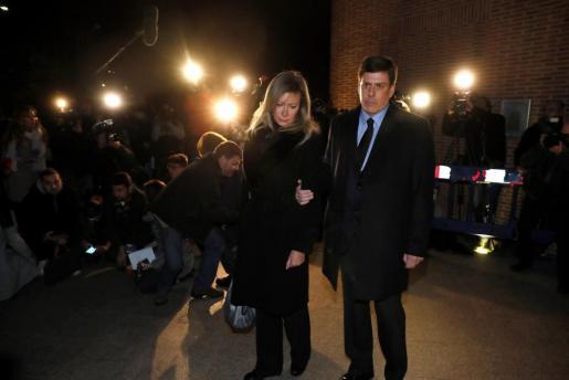 Los padres de Diana Quer a su llegada al funeral que se celebra por su hija.