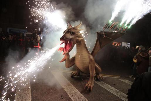 Varias 'bèsties de foc' harán el 'diabólico' recorrido junto a los 'dimonis'.
