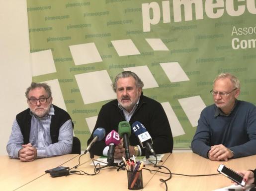 Bernat Coll, en el centro, durante la rueda de prensa.