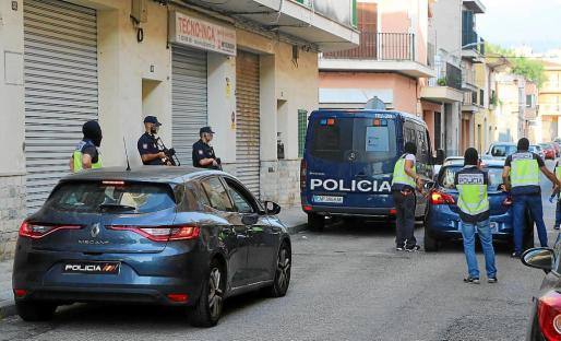 La operación puesta en marcha por la Policía Nacional tras meses de investigación en Inca, Ariany y Binissalem llevó a la detención de cuatro personas por supuesta integración en organización terrorista.