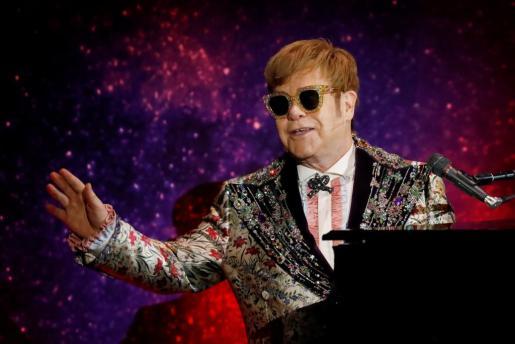 Elton John tras anunciar su gira mundial.