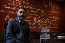 """JUAN LUIS CALBARRO PRESENTO SU LIBRO """" NO HABIA MAS QUE EMPEZAR """", SELECCION DE ARTICULOS POLITICOS"""