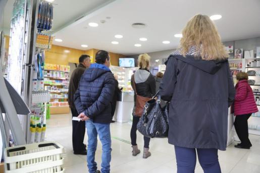 Las farmacias han experimentado estas semanas un aumento de ventas por la incidencia de la gripe en Baleares.