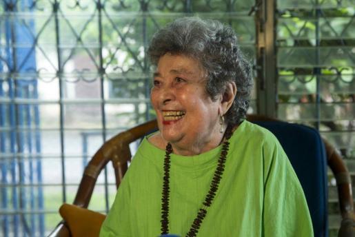 Fotografía de archivo fechada el 17 de mayo de 2017 que muestra a la poeta nicaragüense Claribel Alegría durante una entrevista con Efe, en Managua.