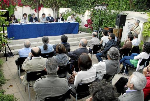 Can Alcover acogió un debate entre las diferentes fuerzas políticas sobre materia cultural.