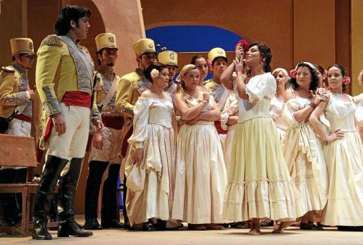 Un instante del ensayo general 'Carmen', en el Principal.
