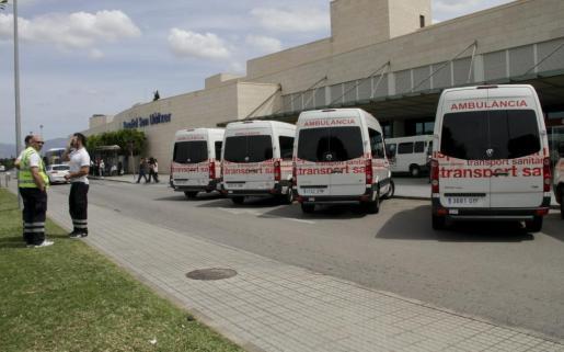 Ambulancias aparcadas en Son Llàtzer.