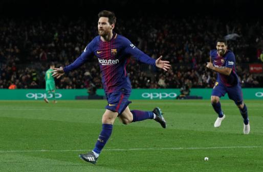 Lionel Messi celebra su segundo gol con Luis Suárez.