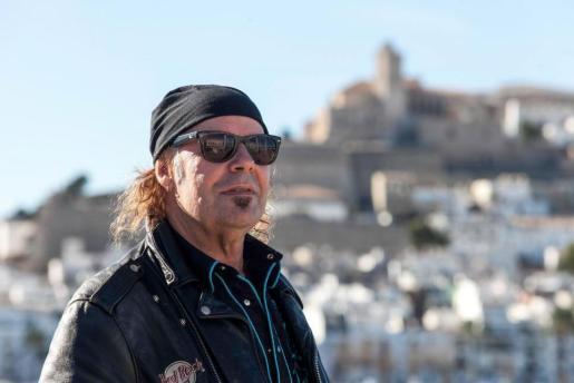 El mítico músico madrileño Javier Vargas en Marina Botafoch.